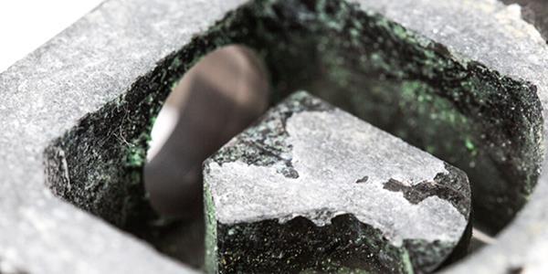 Неаккуратное или редкое проведение очистки прибора может стать причиной коррозии измерительного блока, привести к увеличению время испытаний, а главное - к неверным показаниям